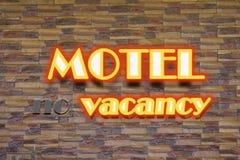 Motel y ninguna señal de neón de la vacante Imagen de archivo libre de regalías