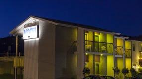 Motel Zaświecał up przy nocą, Quebec, Kanada Obrazy Stock