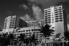 Motell på stranden arkivbild