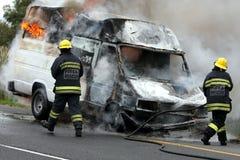 moteur brûlant de pompiers de véhicule Images stock