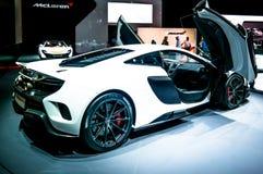 Moteur de Dubaï, coin de Mclaren montrant leurs nouvelles voitures photographie stock libre de droits