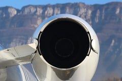Moteur de Learjet regardant plus d'aux Alpes Image libre de droits