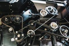 Moteur de moissonneuse, chaînes de vitesse, transmission de mécanismes de nouveau moteur moderne de véhicule de cartel de technol Photo stock