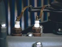 Moteur de voiture de bougies d'allumage vieux Photographie stock libre de droits