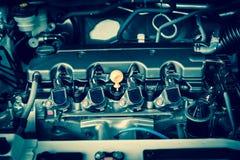 Moteur puissant d'une voiture Conception interne de moteur photographie stock