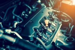 Moteur puissant d'une voiture La conception interne du moteur avec brûlent images stock