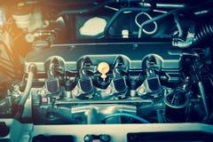 Moteur puissant d'une voiture La conception interne du moteur avec brûlent photo stock