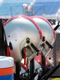 Moteur-sports emballant des casques Image stock