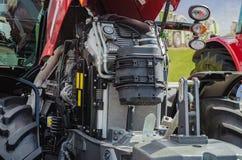 Moteur tracteur de pointe puissant dans la conception moderne photos libres de droits