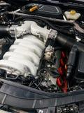 Moteur V10 sous le capot Image stock