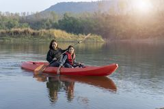 Free Mother And Daughter Rowing Boat On Calm Waters Royalty Free Stock Photo - 138508775