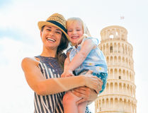 Mother and baby girl in front of tower of pisa Royalty Free Stock Images