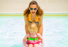 Mother and baby girl playing in pool Royalty Free Stock Photography