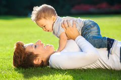 Mother and baby play on the grass Royalty Free Stock Photos