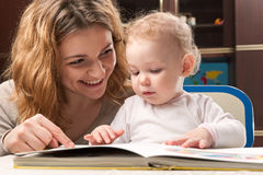 Mother and baby reading Royalty Free Stock Photos