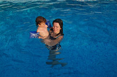 Mother and baby in swimming pool Stock Photography