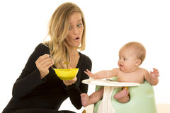Mother with bowl of food for baby Royalty Free Stock Photos