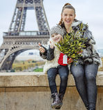 Mother and child with Christmas tree in Paris showing thumbs up Stock Photography