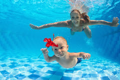 Mother with child dive underwater in swimming pool Royalty Free Stock Photos