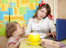 Mother and child eating breakfast Stock Photography