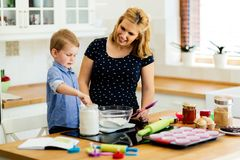 Mother and child preparing cookies Royalty Free Stock Images