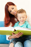 Mother and Child reading Royalty Free Stock Photos