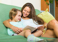 Mother and child reading book Royalty Free Stock Photography