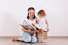 Mother and child reading the books. Royalty Free Stock Photos
