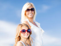 Mother and child in sunglasses Royalty Free Stock Photos