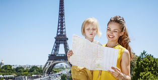 Mother and child travellers exploring attractions in Paris Royalty Free Stock Photos