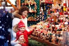 Family shopping Christmas presents Royalty Free Stock Photos