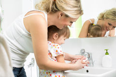 Mother and child washing hands Royalty Free Stock Photography