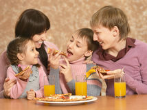 Mother with children eating pizza Royalty Free Stock Photography