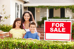Mother and children outside home for rent Stock Photography