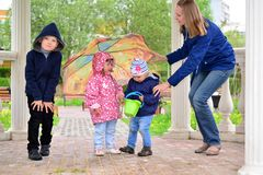 Mother with children and an umbrella in arbor Royalty Free Stock Photos