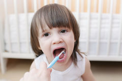 Mother cleans teeth his son Royalty Free Stock Photos