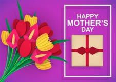 Mother' d?a de s Ramo colorido de flores con enhorabuena y un regalo El papel coloreado cort? imagen de archivo libre de regalías