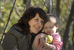 Mother and the daughter. Play the nature together Royalty Free Stock Photos