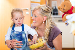 Mother and daughter baking together Royalty Free Stock Photography