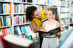 Mother with daughter in bookstore Royalty Free Stock Images