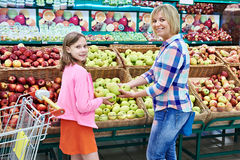 Mother and daughter chooses apples in supermarket Royalty Free Stock Photography