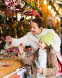 Mother with daughter in Christmas market Stock Photography