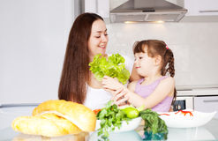 Mother and daughter cook Royalty Free Stock Photos