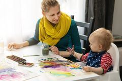 Mother and daughter doing watercolor painting Royalty Free Stock Photos