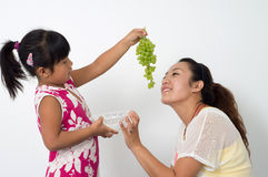 Mother daughter eat fruit Royalty Free Stock Photography