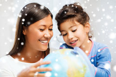 Mother and daughter with globe Royalty Free Stock Images