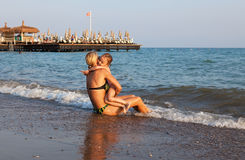 Mother and daughter hugging on the beach. Royalty Free Stock Photos