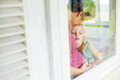 Mother and daughter looking through the window Royalty Free Stock Photography