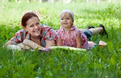 Mother and daughter lying in the grass Stock Photography
