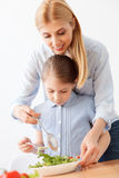 Mother and daughter making salad Royalty Free Stock Photos